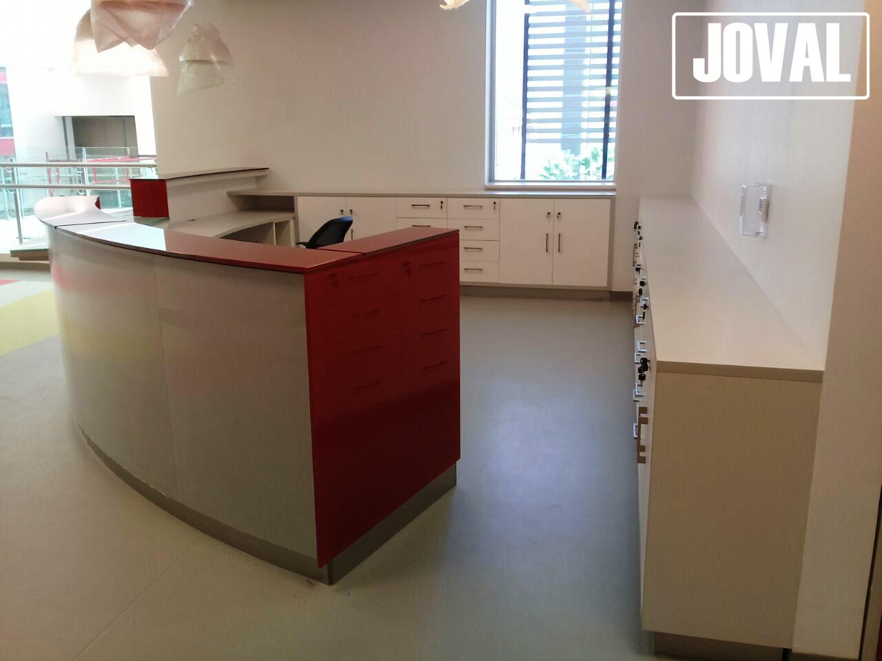 Muebles de recepci n joval proyectos mobiliarios a medida for Mueble recepcion oficina